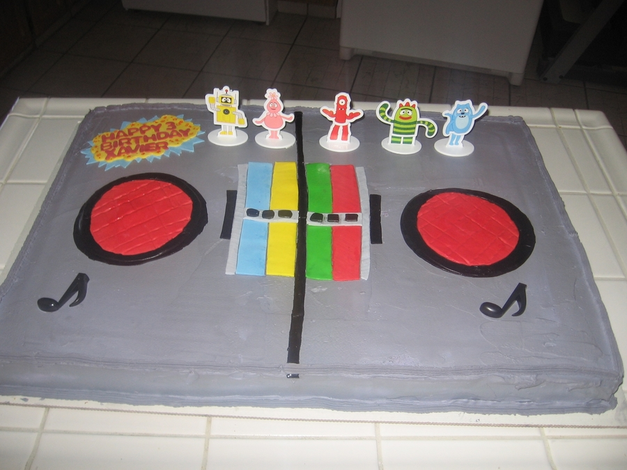 Yo Gabba Gabba Boombox  on Cake Central