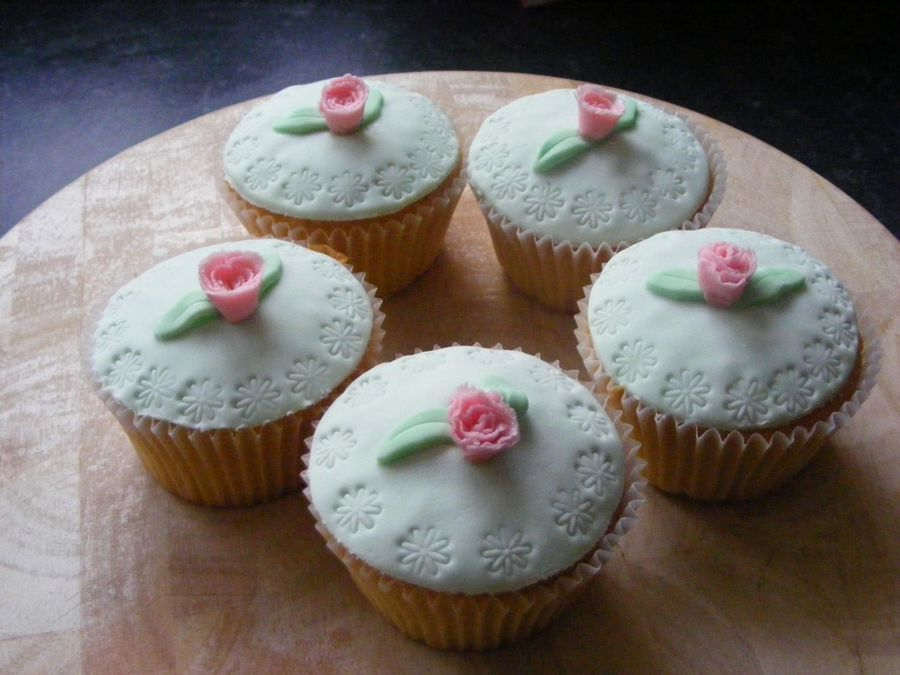 Fondant Muffins on Cake Central