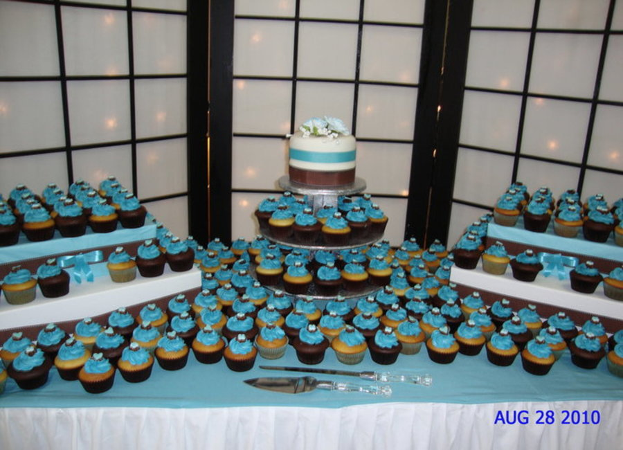 wedding cake presentation wedding cupcake display cakecentral 23545