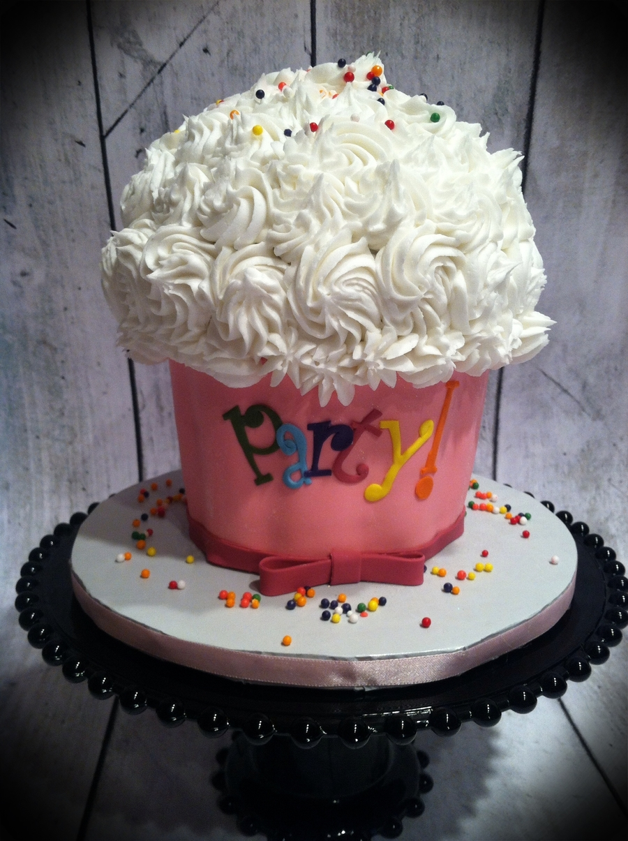 Extra Large Cupcake Cake on Cake Central
