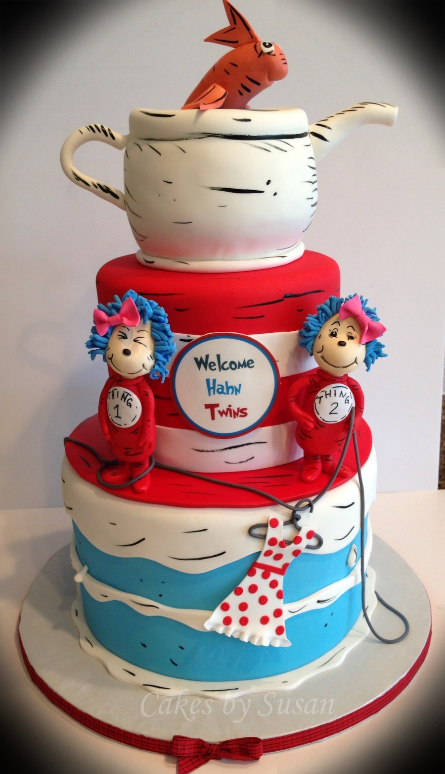 thing 1 and thing 2 baby shower cake for twin girls gumpaste thing 1