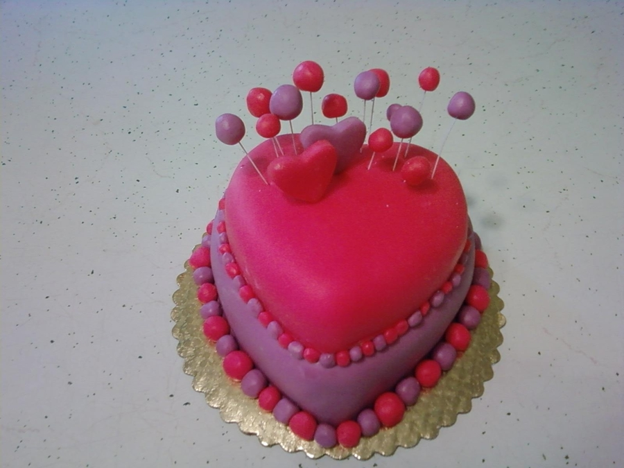 Mackenzie's Birthday Heart on Cake Central