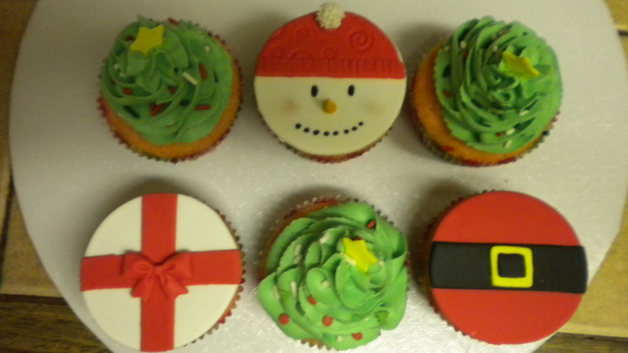 Christmas Cupcakes!!!!!!!!!! on Cake Central