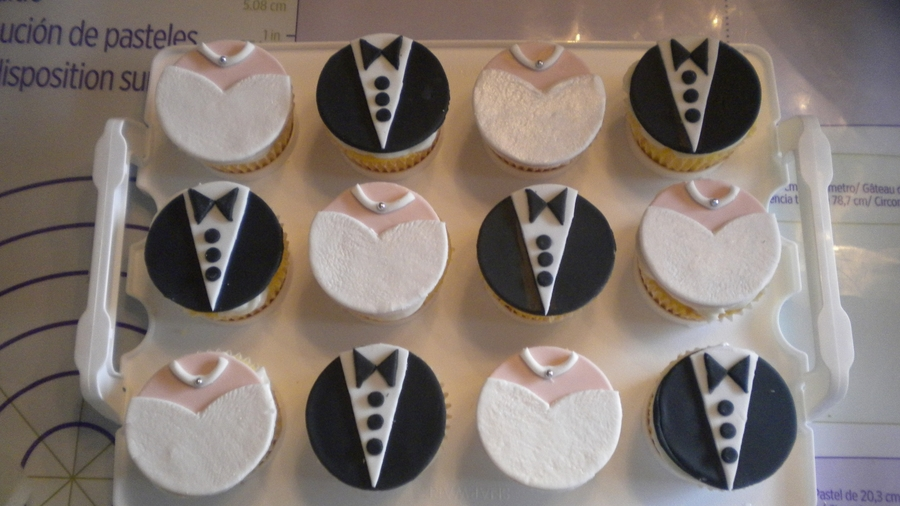 Bride And Groom Cupcakes Cakecentral Com