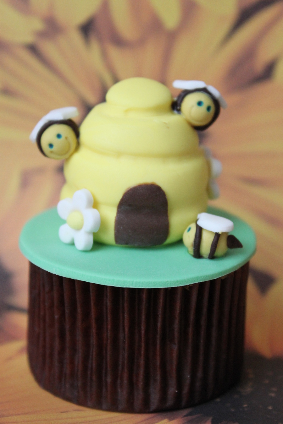 Baby Bumble Bees on Cake Central