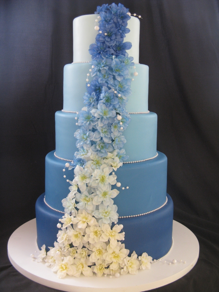 round wedding cakes with purple flowers cascade of blue cakecentral 19338