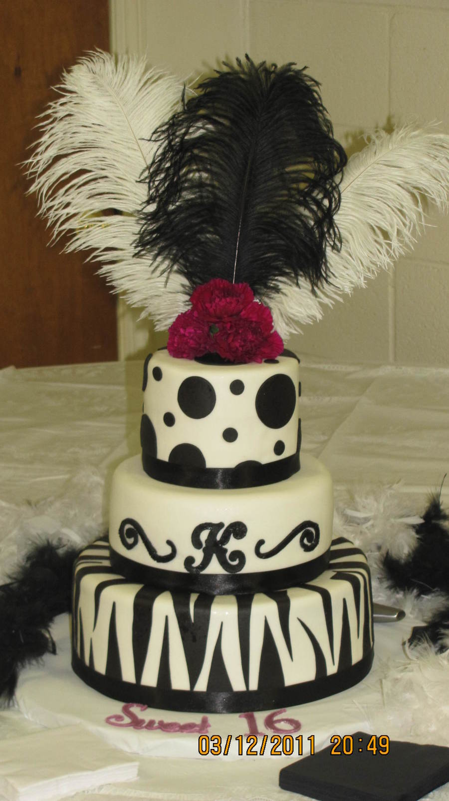 Black And White Sweet Sixteen on Cake Central