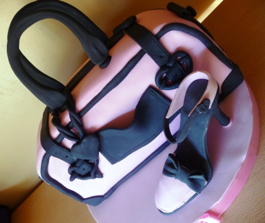 Gisele?s Purse & Shoe  on Cake Central
