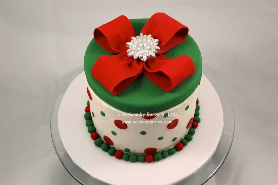 Christmas Cake Decorating With Buttercream : Hatbox Style Christmas Cake This Was The Sample I Made For ...