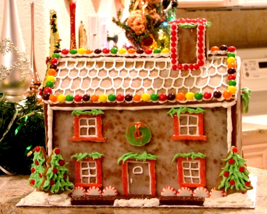 Classic Gingerbread House on Cake Central