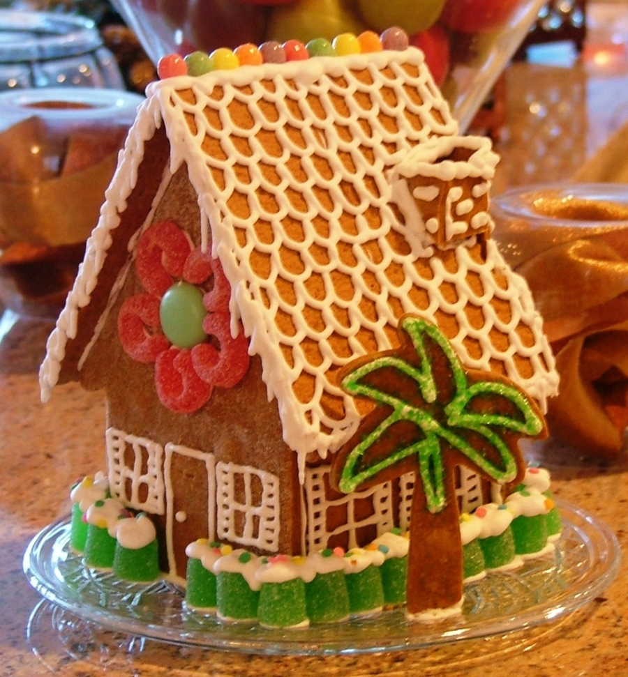 Small Gingerbread House on Cake Central