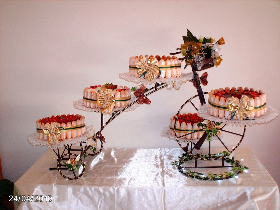 bike wedding cake stand wedding cakes on bicycle cake stand 11761