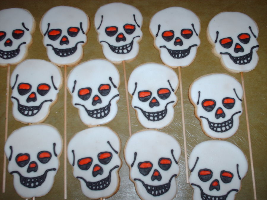 Skull Cookies on Cake Central