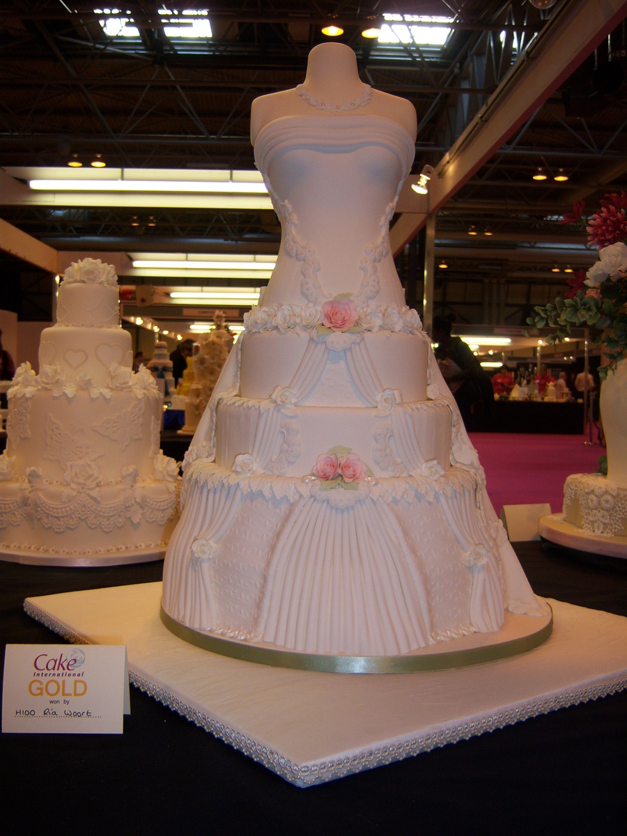 Gold Medal For This Wedding Dress Cake on Cake Central