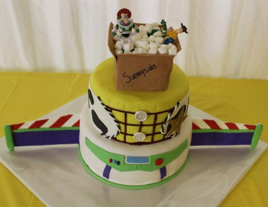 Toy Story Gum : Toy story cake for my sons th birthday gum paste buzz