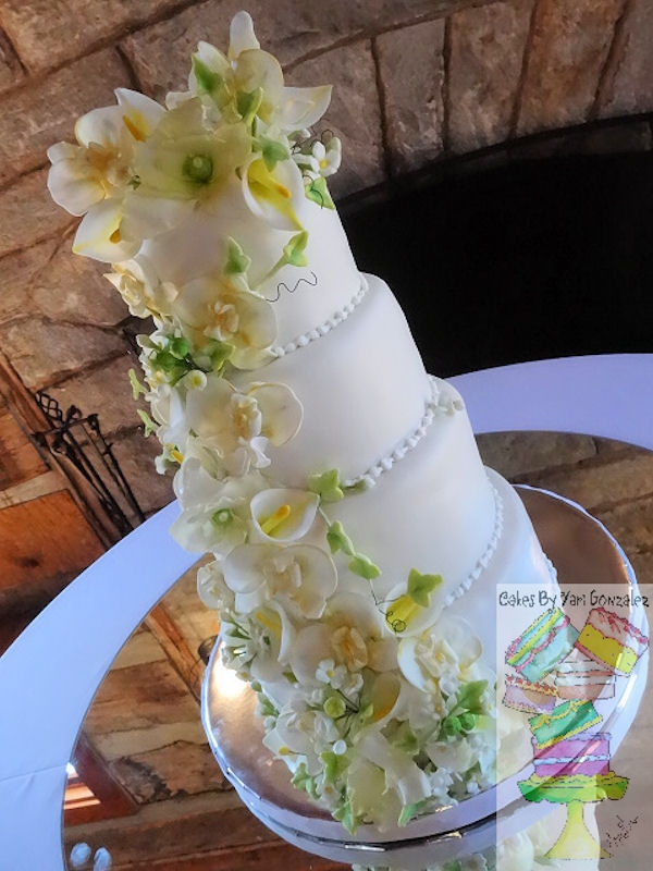 Cake Decorating Ivy Leaves : Floral And Ivy Leaves 4 Tier White Wedding Cake ...