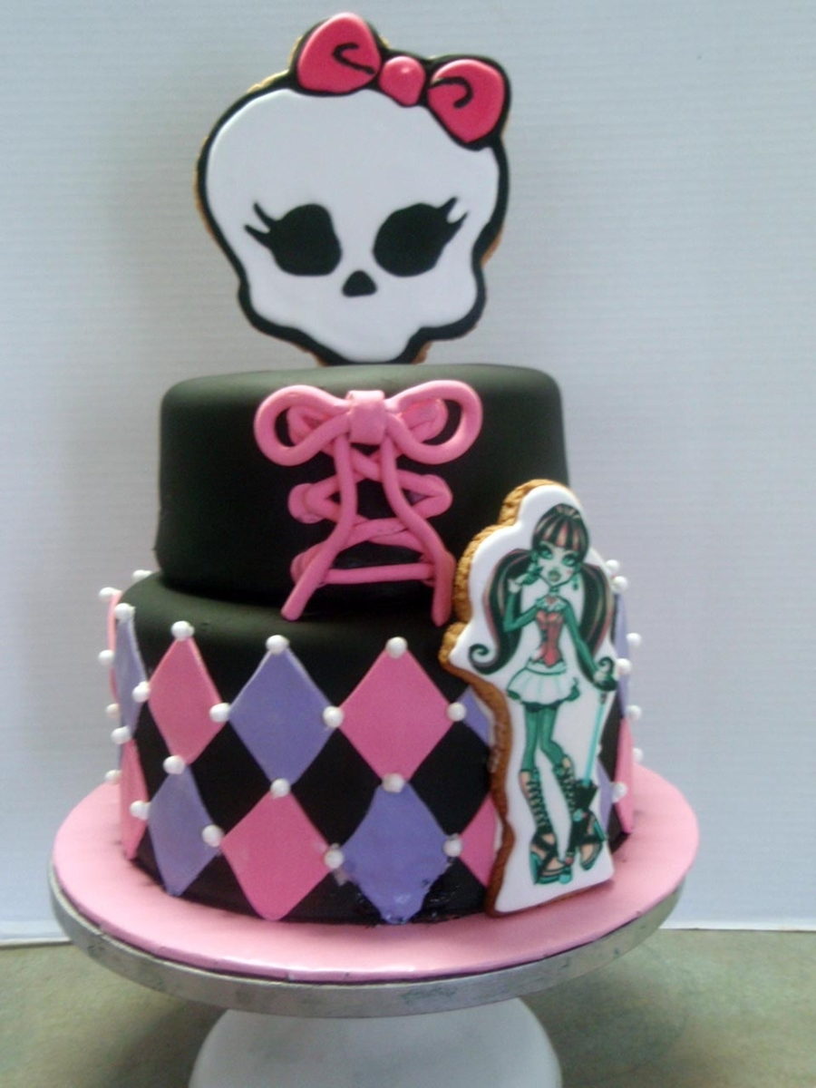 Magnificent Monster High Draculaura Cake With Cookies Cakecentral Com Funny Birthday Cards Online Hendilapandamsfinfo