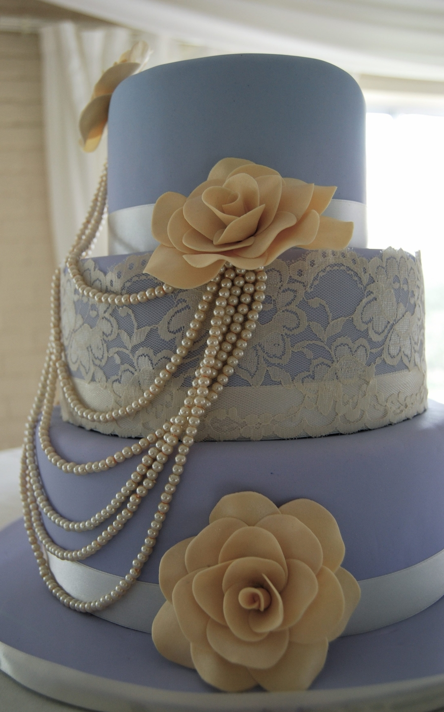 Lace And Pearl Inspired Wedding Cakes