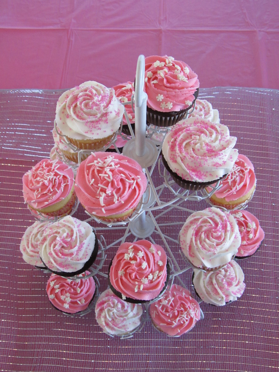 Pink Amp White Cupcakes Cakecentral Com