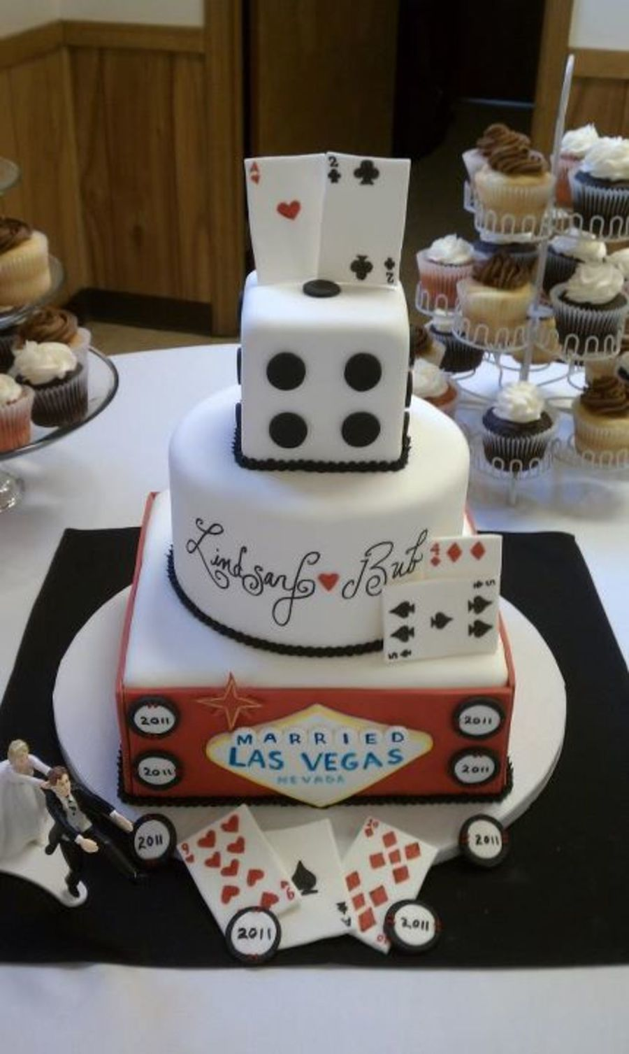 las vegas themed wedding cake. Black Bedroom Furniture Sets. Home Design Ideas