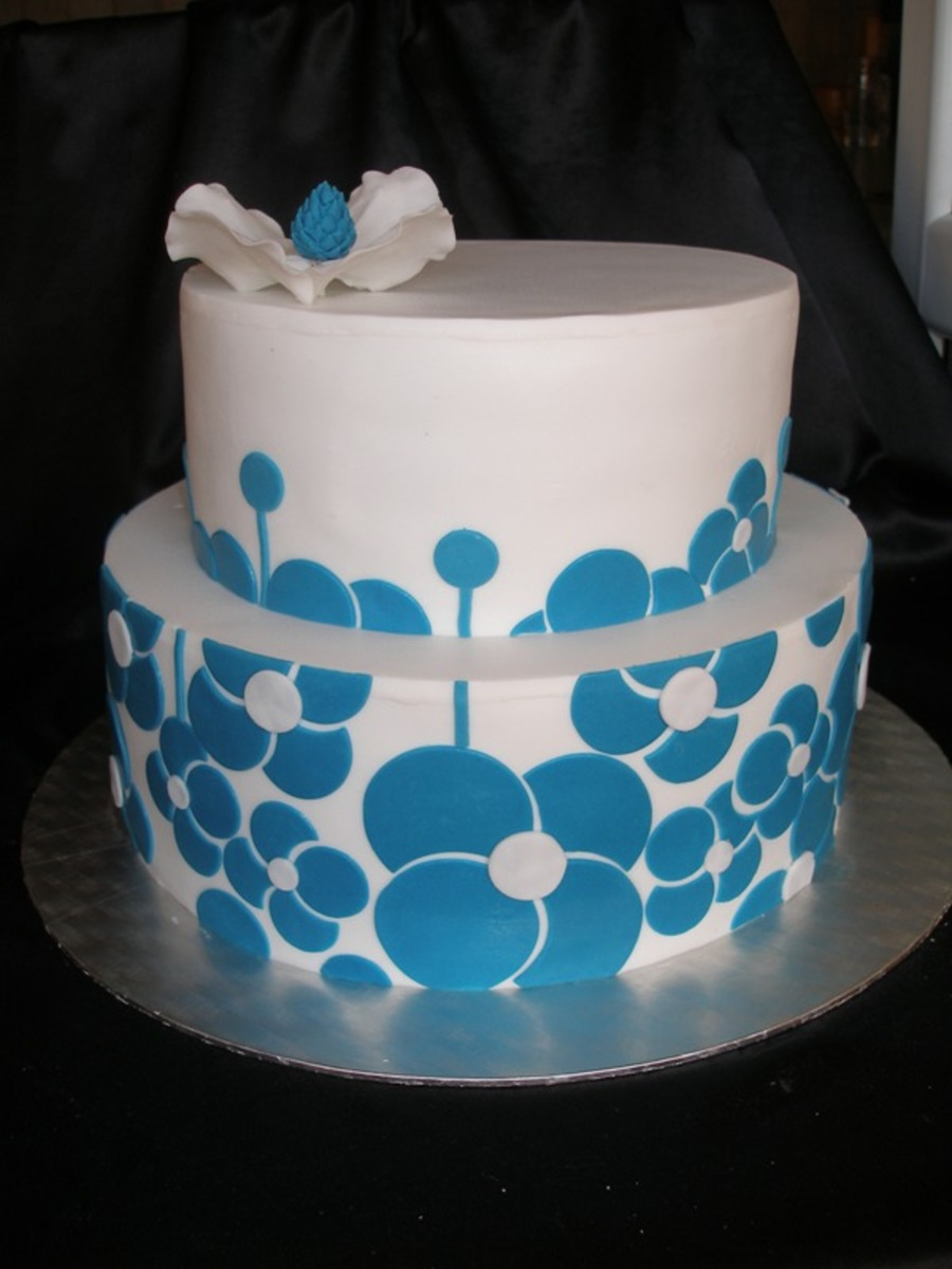 Turquoise Flowes on Cake Central
