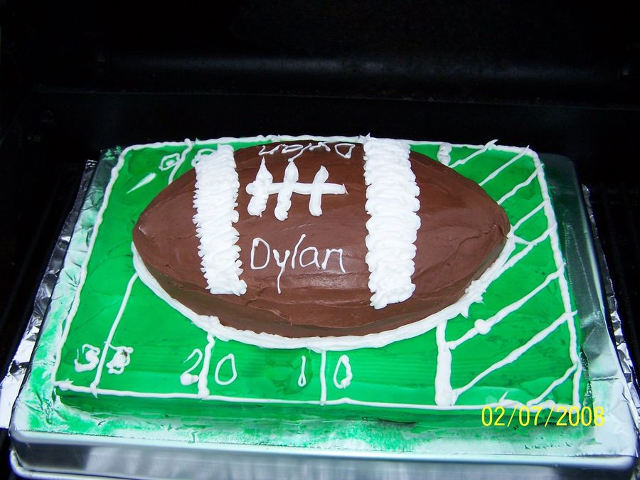 Football On The Field - CakeCentral.com