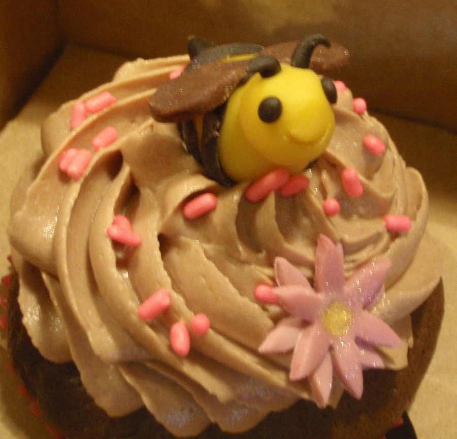 Happy Little Bee on Cake Central