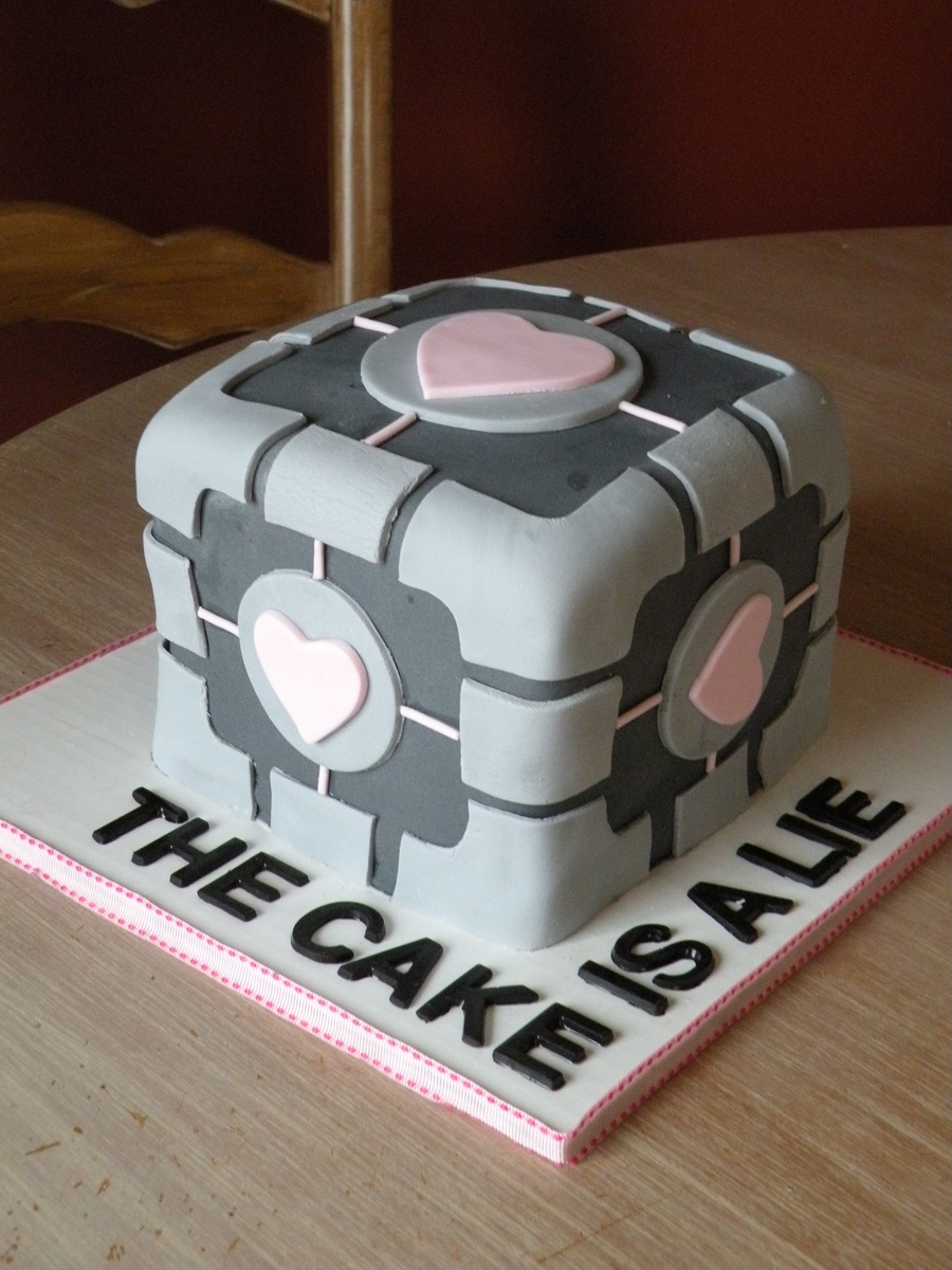 """companion Cube"" on Cake Central"