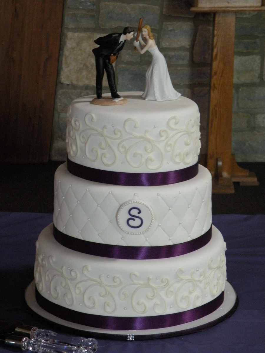 Quilted Wedding Cake With Diamond Accent