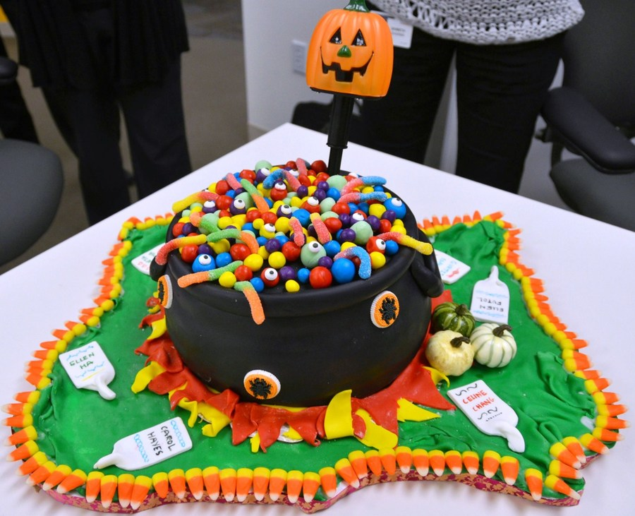 Witch Cauldron - Halloween on Cake Central