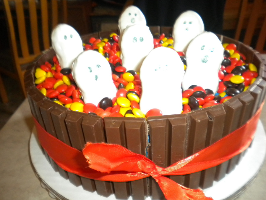 Ghosts on Cake Central