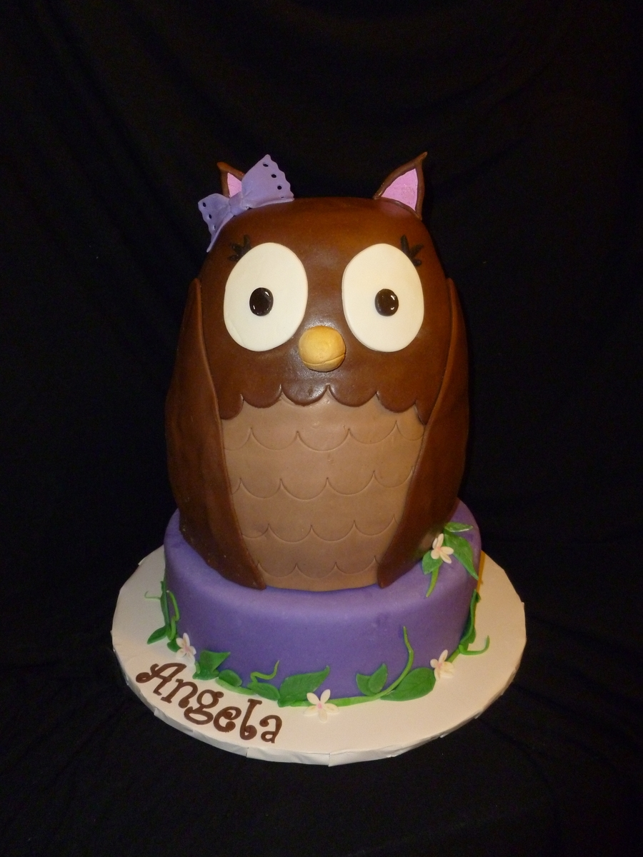An Owl For Angie on Cake Central