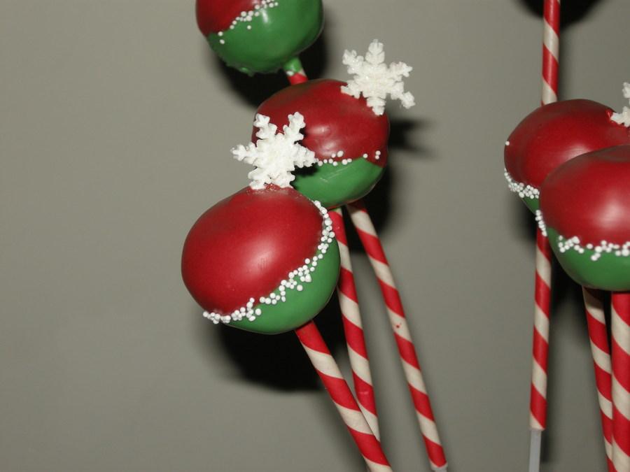 Christmas Cake Pops - CakeCentral.com