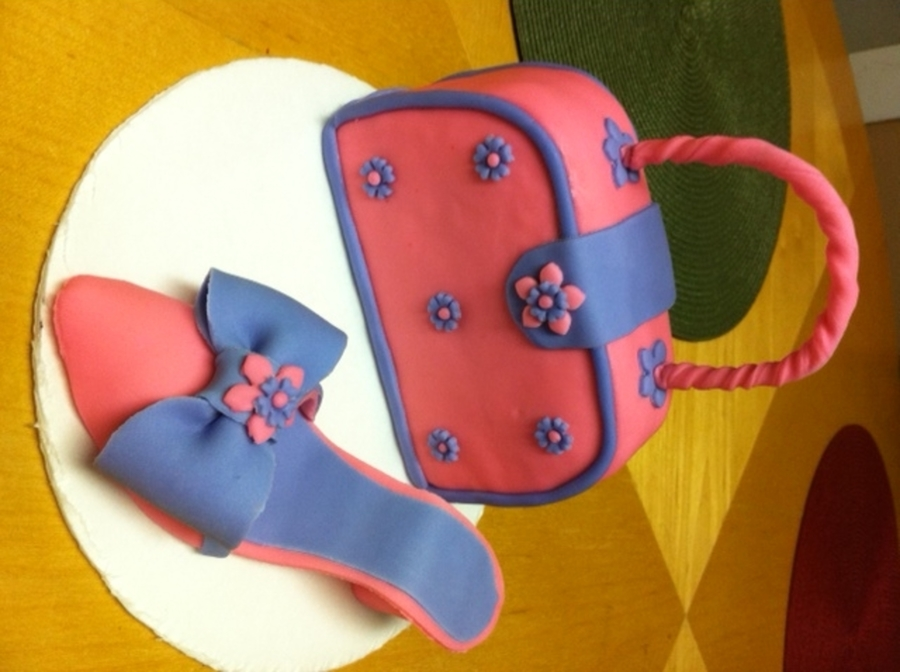 Pink Purse And Shoe on Cake Central