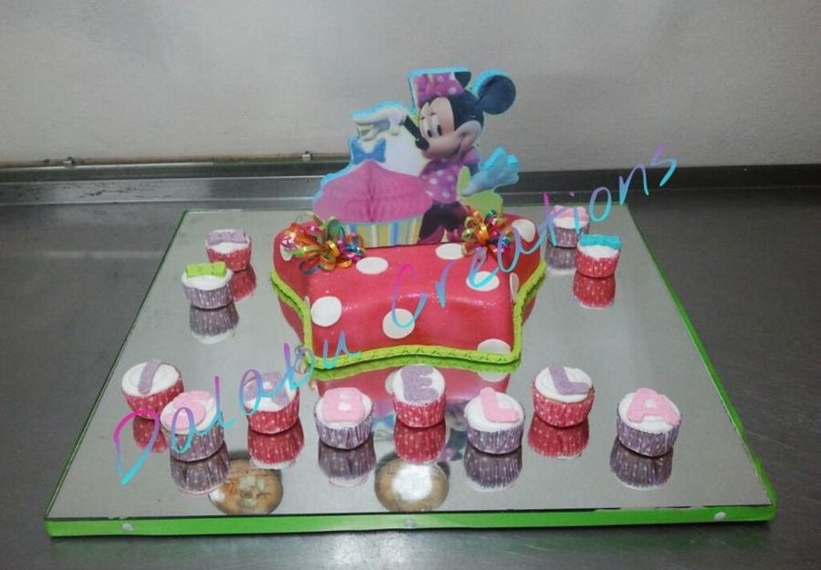 Minnie Mouse Bow-Tique on Cake Central