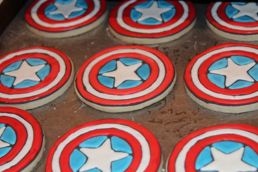 Captain America Cookies on Cake Central