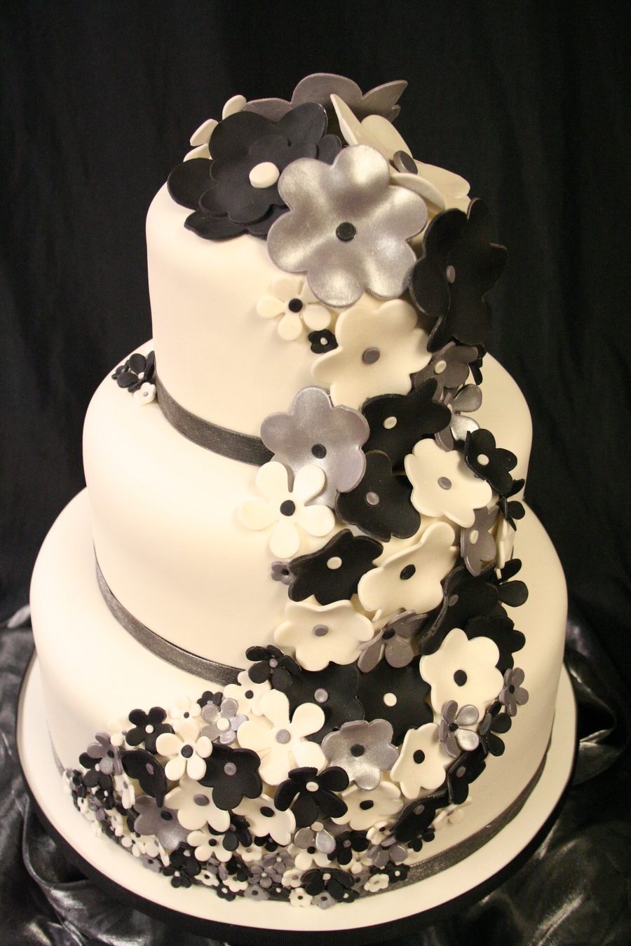 Black White And Silver Flowers Cakecentral