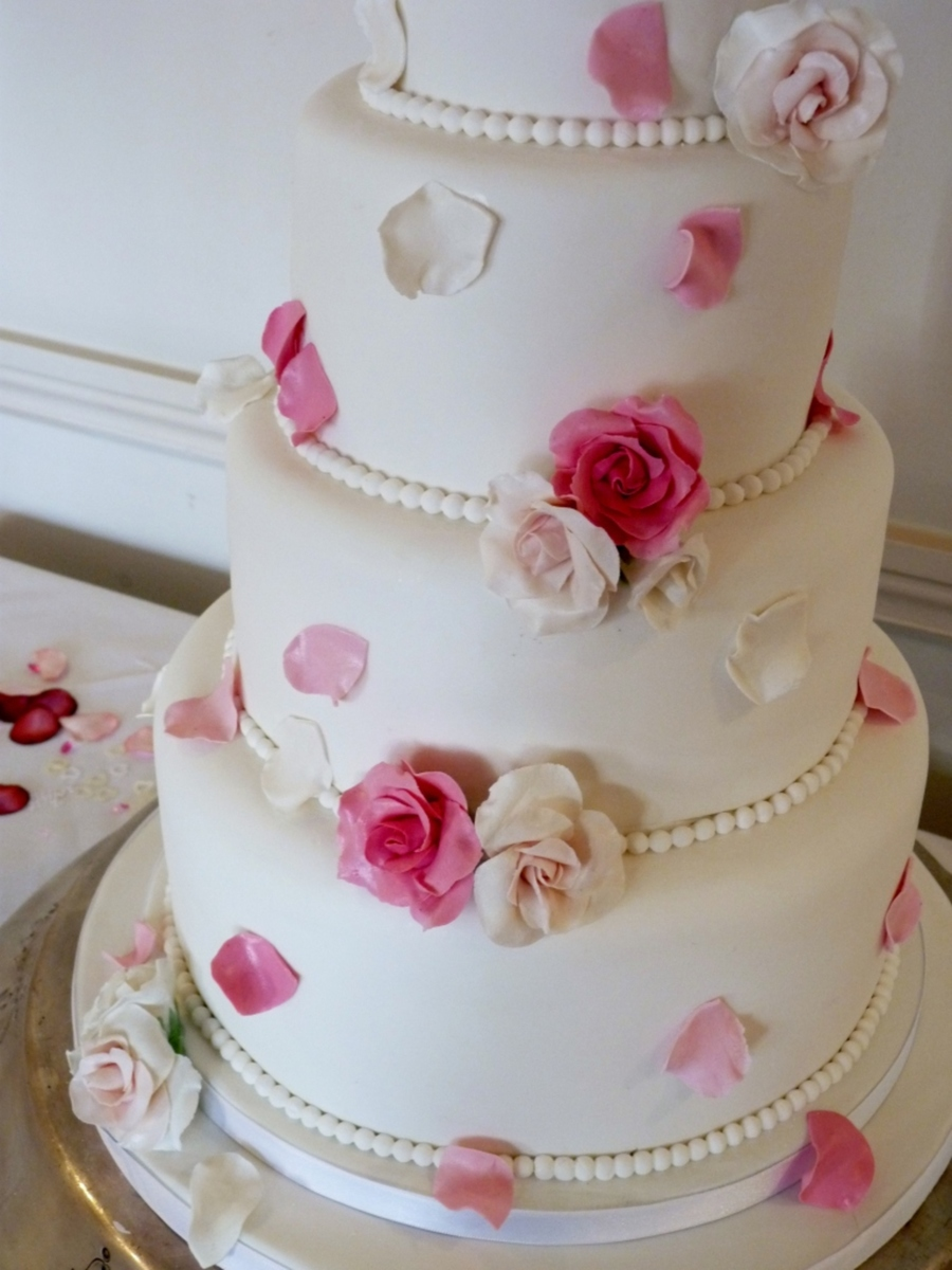 wedding cake with rose petals and petal wedding cake cakecentral 26958