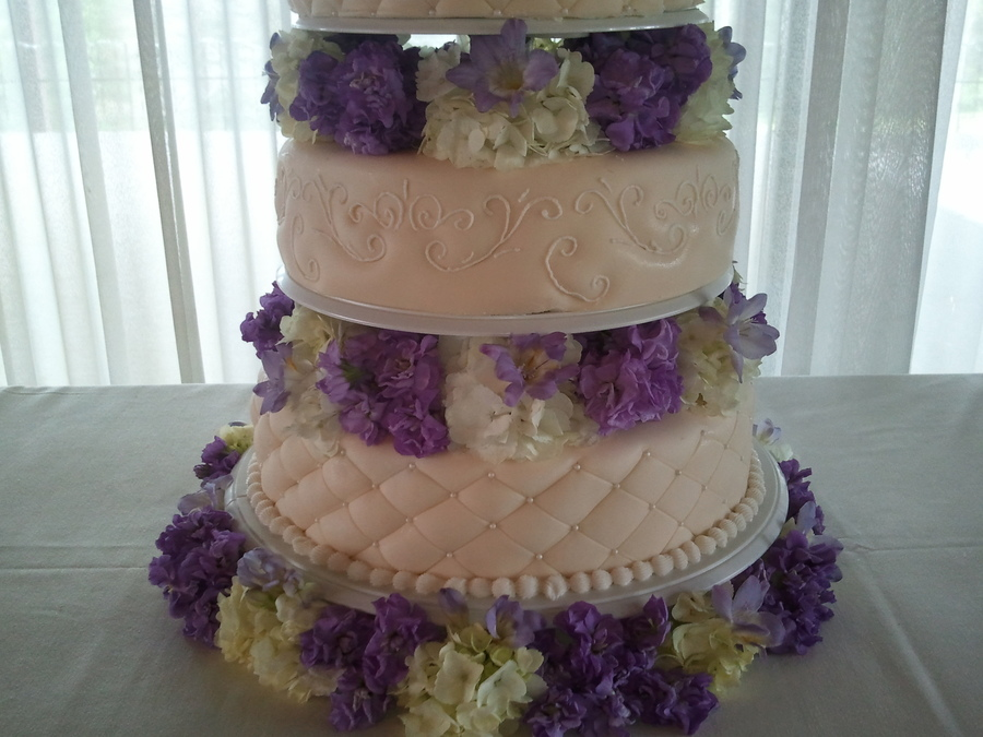 ivory wedding cake with purple roses fresh purple and white flowers with ivory wedding cake 16552