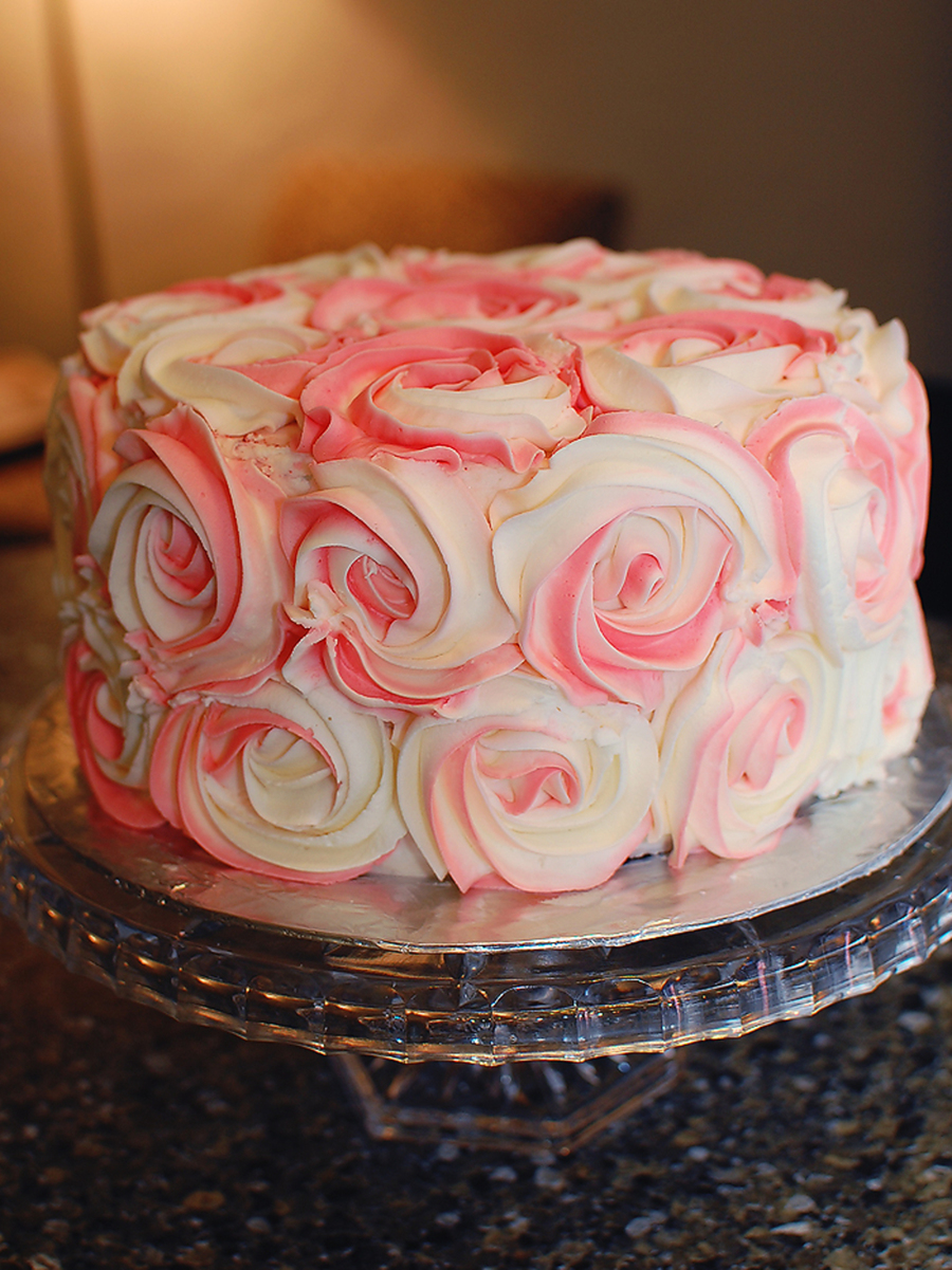 Large Rosette Covered Round Cakecentral Com