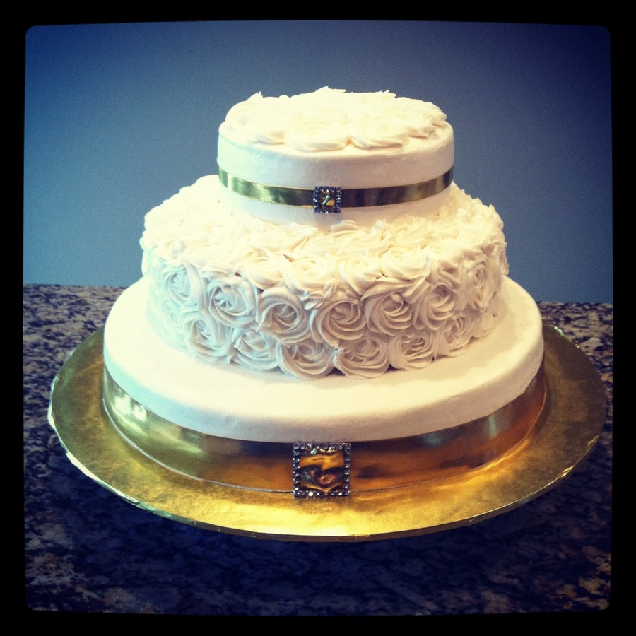 wedding cake with gold ribbon gold ribbon buckle wedding cake cakecentral 26902