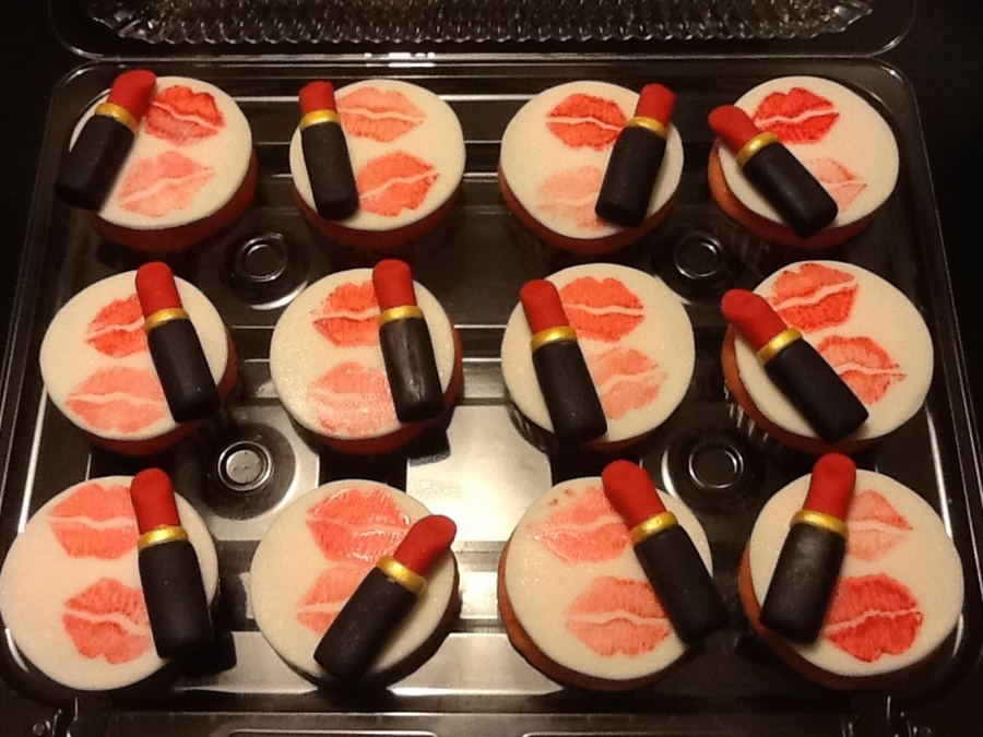 Lipstick Cupcakes on Cake Central