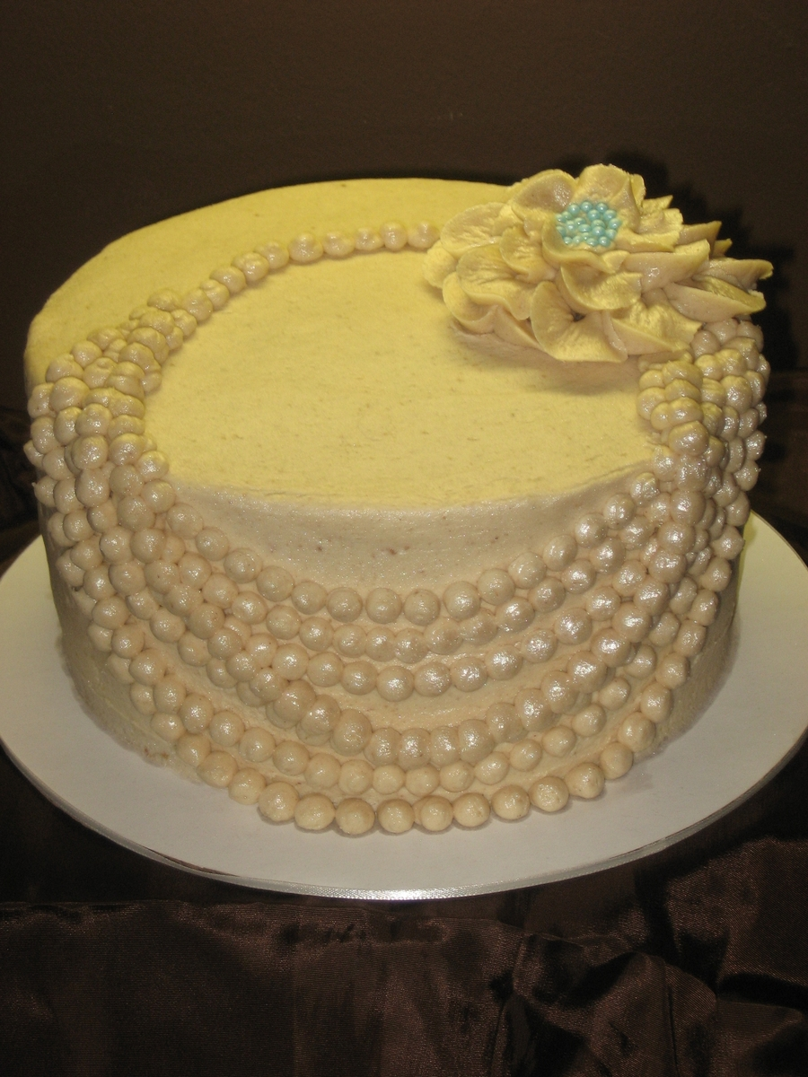 candy pearls for wedding cakes pearl necklace cake cakecentral 12351