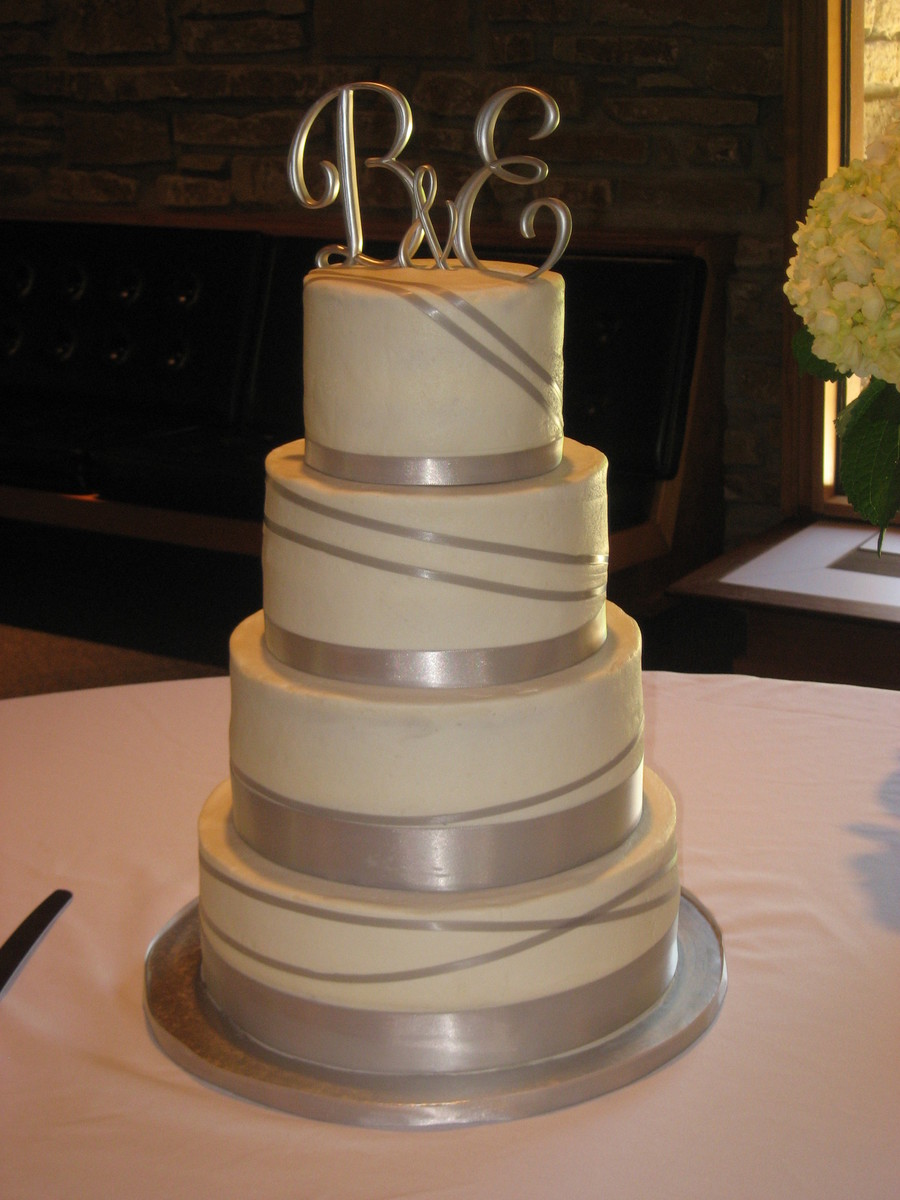 wedding cake silver ribbon silver ribbon wedding cake cakecentral 24552