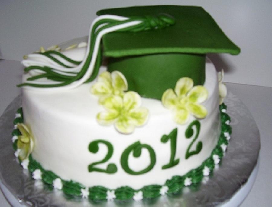Graduation Cake Green And White Cakecentral Com