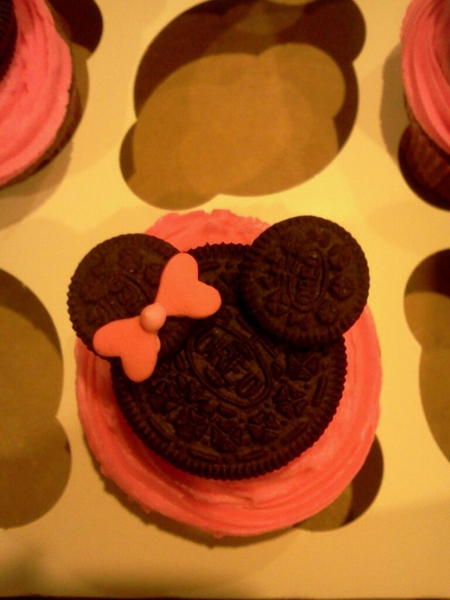 Minnie Cupcake  on Cake Central