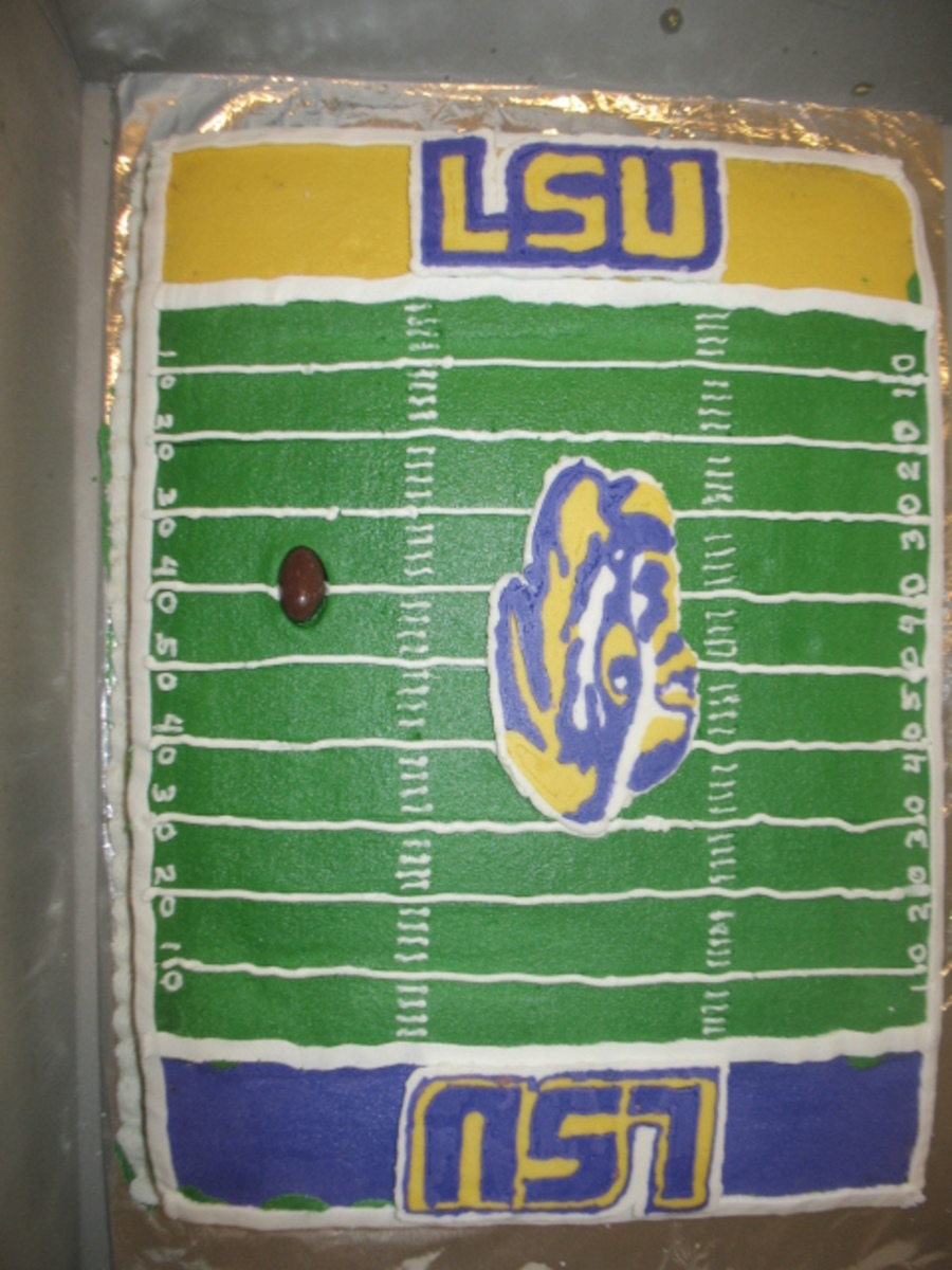 Cake Decorated Like A Football Field : Lsu Football Field Birthday Cake - CakeCentral.com