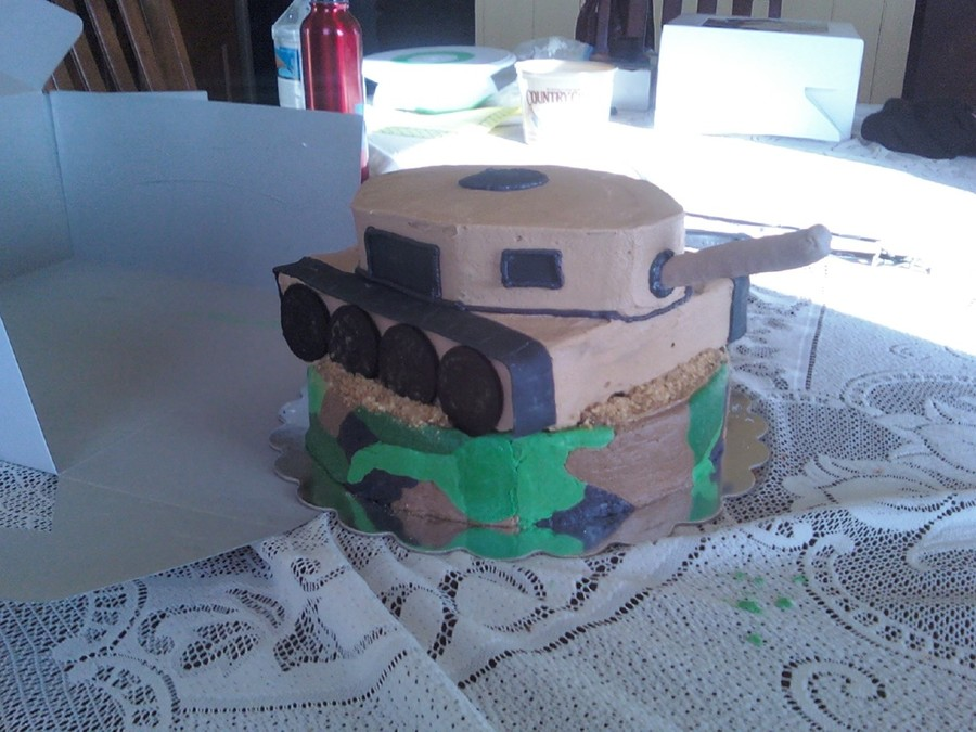 3D Tank on Cake Central