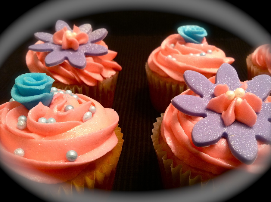 Girlie Cupcakes  on Cake Central