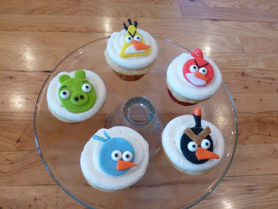 2-D Angry Bird Cupcakes on Cake Central